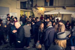 7 ottobre, Studio Marco Gennaro Architetto: il pubblico dell'inaugurazione nel cortile dello studio