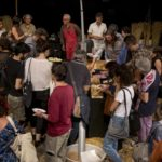 15 giugno, Polo del '900: si condivide il cibo offerto dal pubblico, dalla compagnia e dagli sponsor del festival (foto Mario Ruggiero)